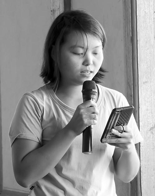 သွေးချင်း (ကဗျာ)၊ ကဗျာဆရာမ Atom